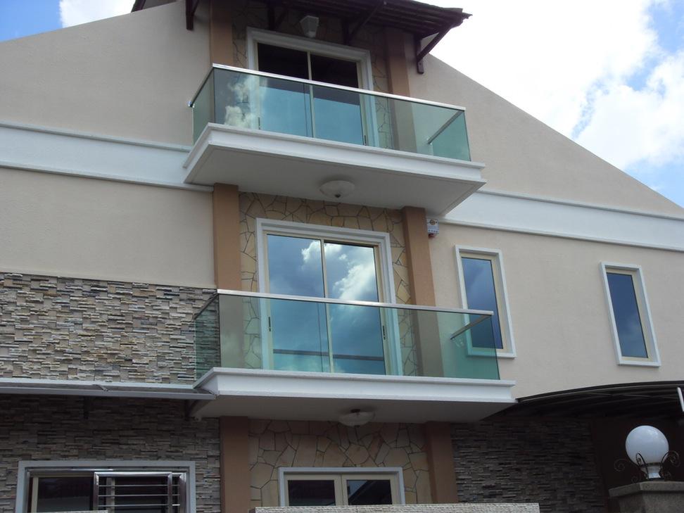 decoracion-barandillas-vidrio-balcon