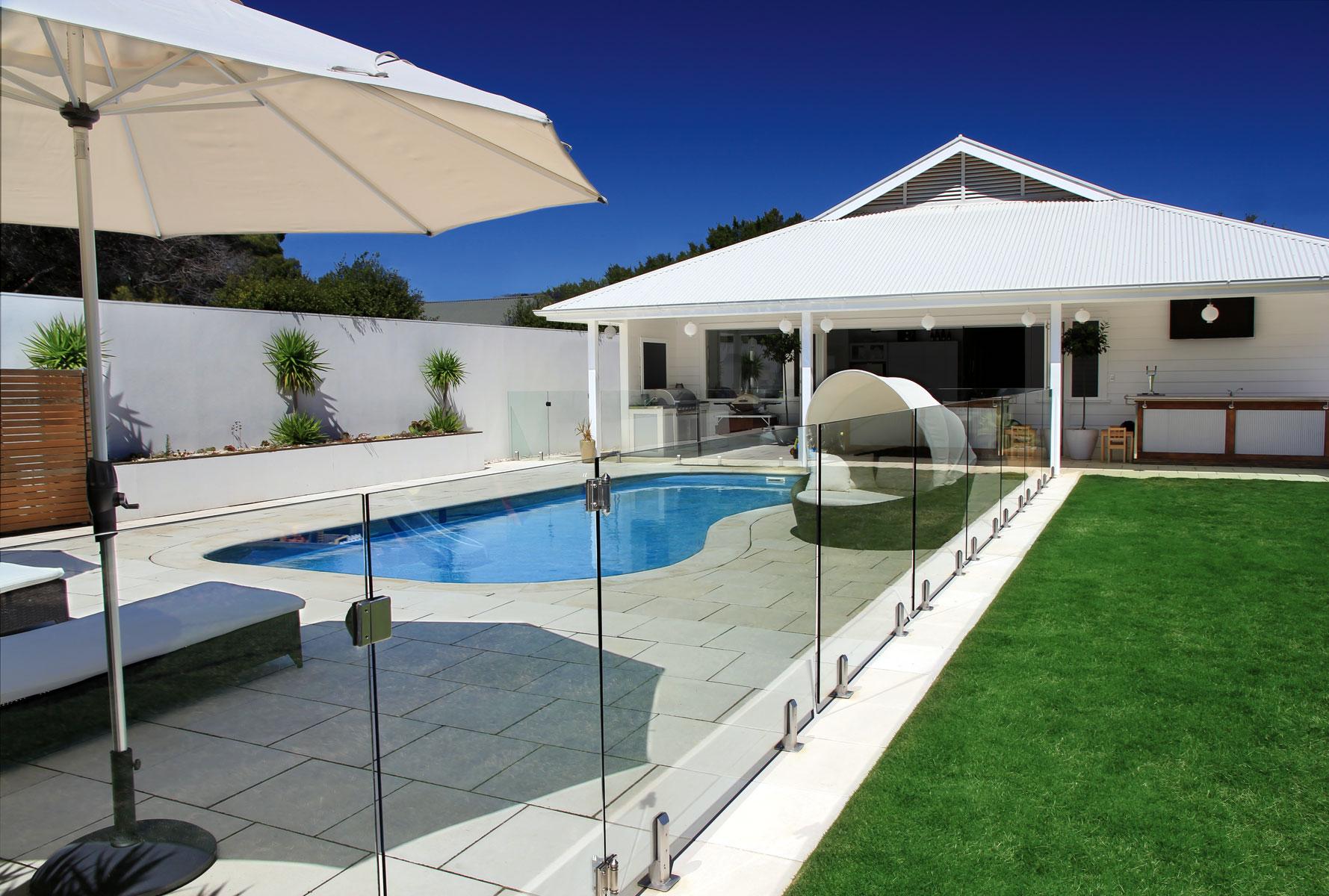 decoracion-barandillas-vidrio-piscina